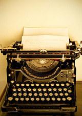 Vintage_typewriter_slobo_mitic_isto